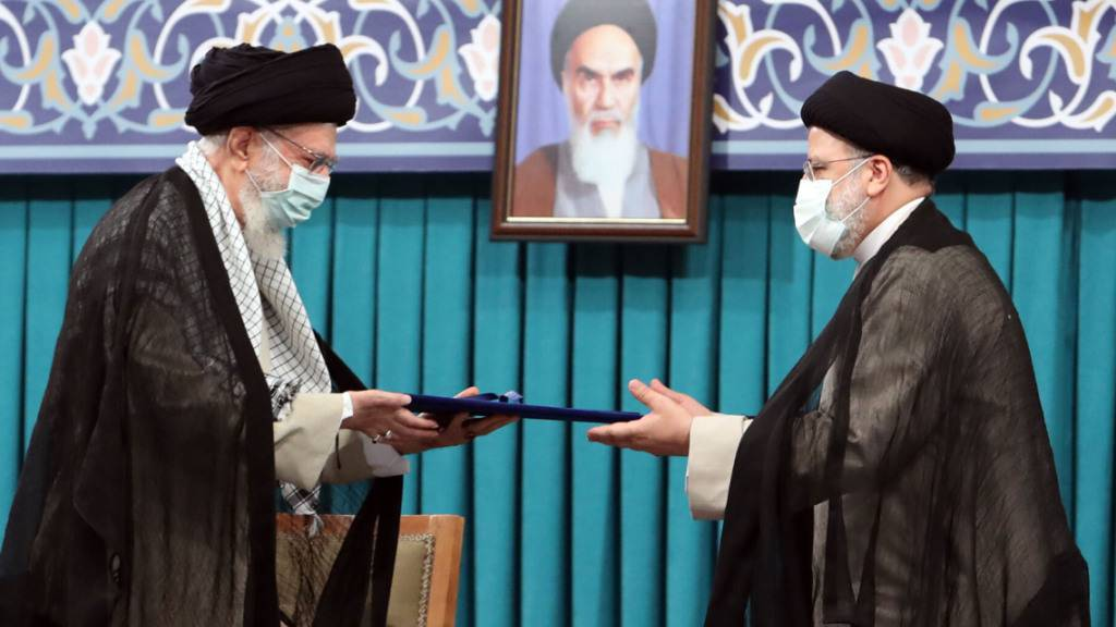 Irans oberster Führer bestätigt Raisis Wahl zum neuen Präsidenten