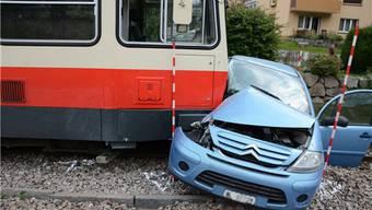 Bei der Kollision verletzte sich die Autolenkerin schwer.