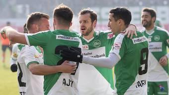Tranquillo Barnetta (m.) schaffte den Durchbruch als Profifussballer. Er absolviert insgesamt 260 Spielen bei Hannover, Leverkusen, Schalke und Frankfurt.