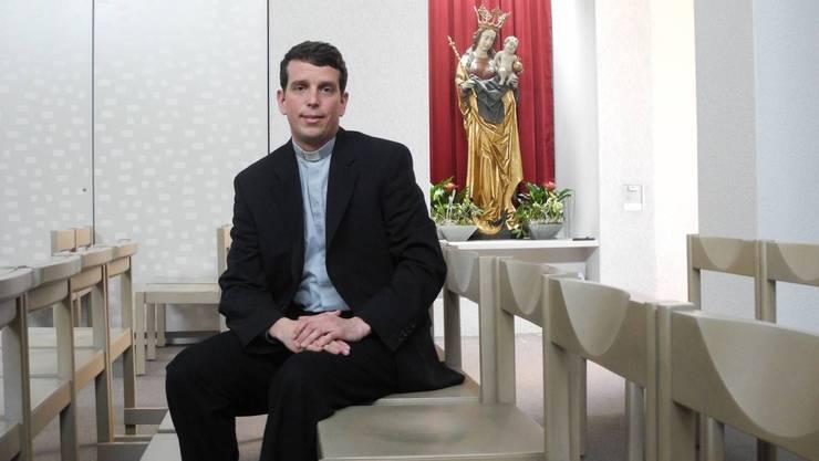 Pater Pascal in der römisch-katholischen Kirche in Urdorf kurz vor seiner Primiz.