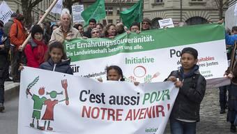 Mit über 109'000 gültigen Unterschriften wurde am Mittwoch die Initiative für Ernährungssouveränität eingereicht. Zahlreiche Kinder waren bei der Übergabe dabei.