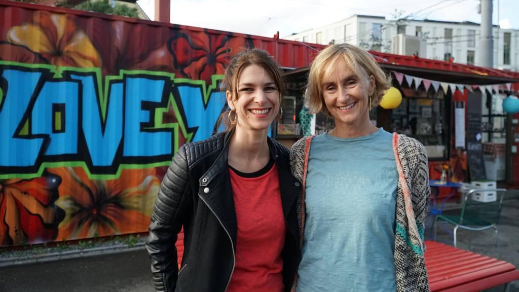 Sharon Zucker mit Manuela Cagienard