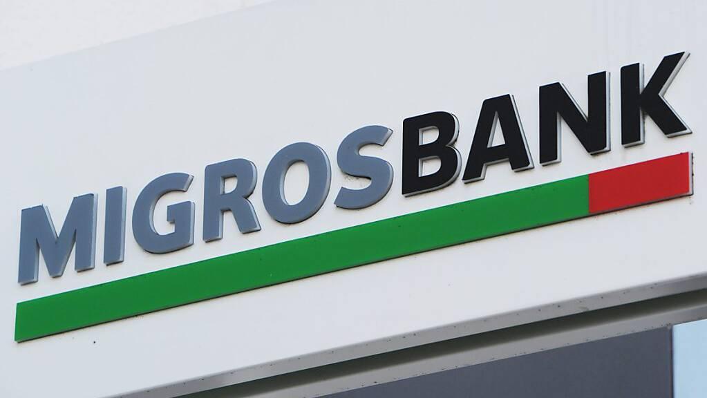 Die Migros Bank hat im ersten Halbjahr zwar mehr Ertrag, aber nicht mehr Gewinn erzielt (Archivbild)