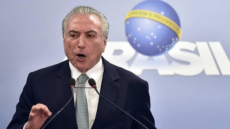 Brasiliens Präsident Temer will trotz des wachsenden Drucks nicht zurücktreten.