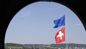 Die Zuwanderung in die Schweiz ist mit dem freien Personenverkehr gestiegen. Laut dem Bund verdrängen die Zuwanderer die Einheimischen aber nicht aus dem Arbeitsmarkt.
