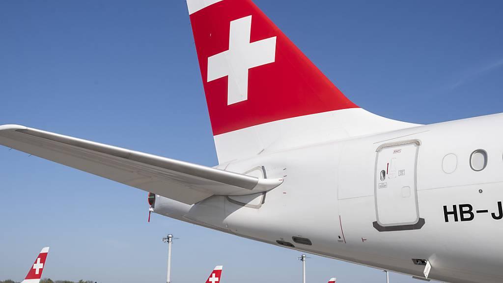 Die Fluggesellschaft Swiss hat die bestehende Umbuchungsfrist erneut verlängert und zwar von bisher Ende Mai auf Ende Juli. (Archivbild)
