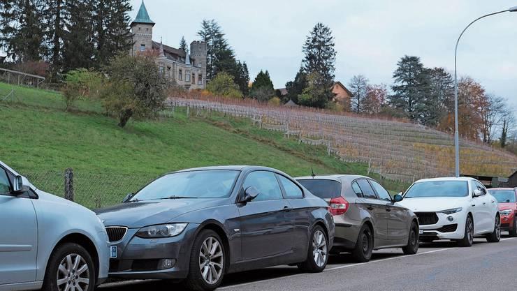 Auf einigen Strassen wie hier am Kirchweg ist die Auslastung der Parkplätze bereits hoch.
