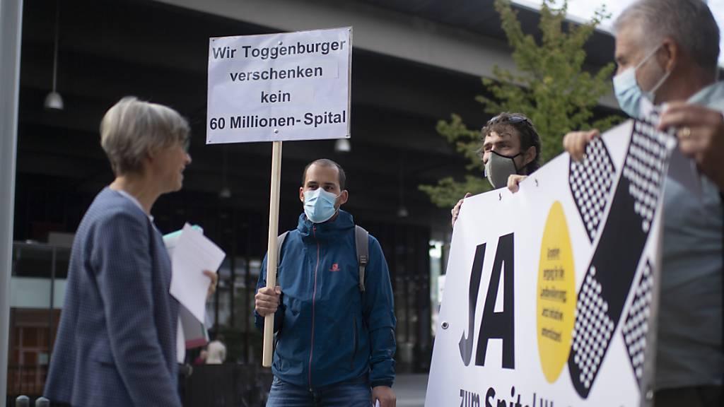 Komitee reicht über 8500 Unterschriften für Spital Wattwil ein