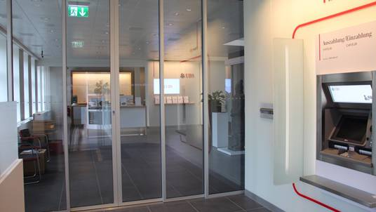 Selbst nachts und sonntags: Viele Kunden finden bei der UBS Bremgarten bereits im 24-Stunden-Bereich, was sie suchen.