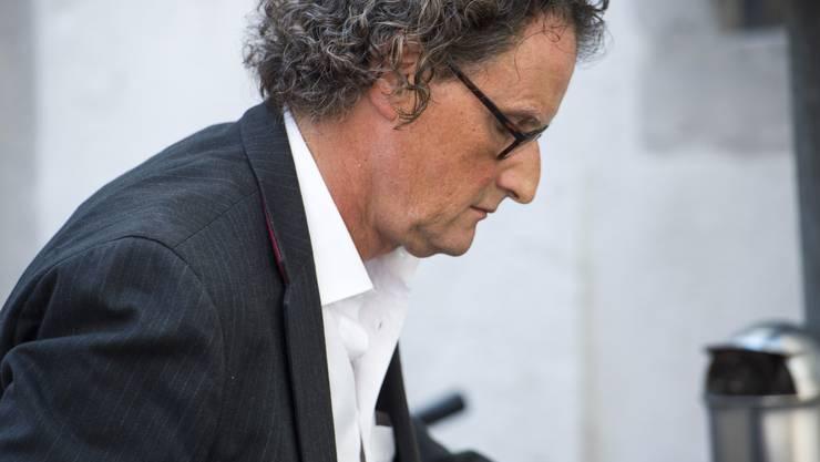 Nach einer langen Sitzung mit dem Badener Stadtrat geht Geri Müller so, wie er gekommen ist - mit seinem Velo.
