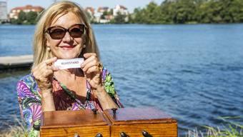 Susanne Leutenegger zieht am Rhein bei Kaiseraugst den Begriff Ruhestand aus dem Nähkästchen.