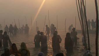 Waschritual im Ganges (Archiv)