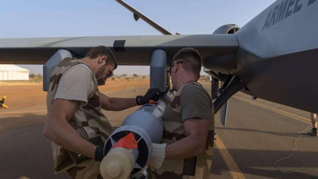 Frankreich stockt Anti-Terror-Truppe im Sahelgebiet auf