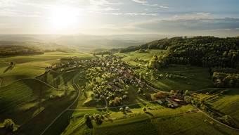 Das Dorf Linn, aufgenommen von Fotograf Michel Jaussi