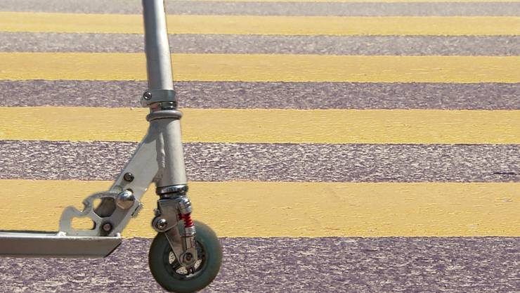 Ein Fünfjähriger wurde in Neuenhof mit seinem Kickboard auf dem Fussgängerstreifen angefahren.