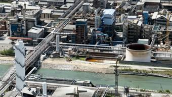 Der Chemiekonzern Lonza soll das Trinkwasser jahrelang mit einem krebserregenden Lösungsmittel verschmutzt haben, ohne etwas dagegen zu unternehmen. Verwendet wurde das Lösungsmittel in der Chemiefabrik in Visp VS. (Archivbild)
