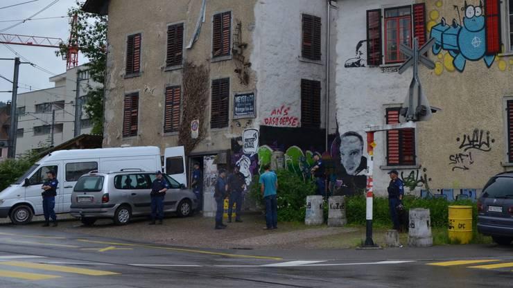 Die Polizei führte auch im Kulturzentrum KuZeB eine Hausdurchsuchung durch.