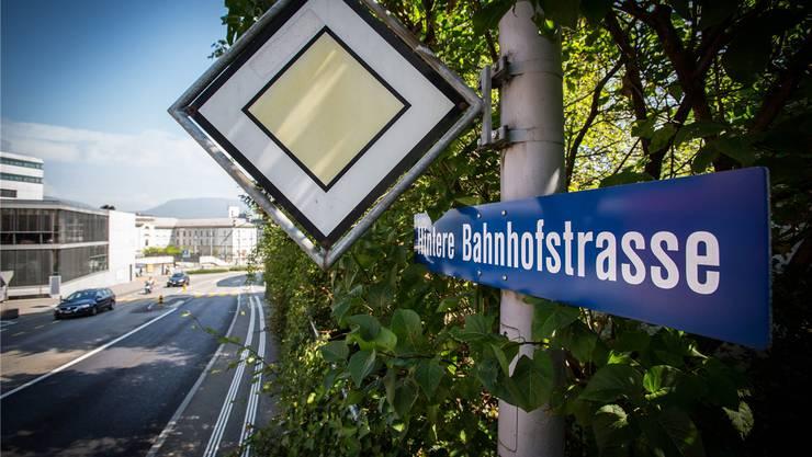 Die Strasse hinter dem Bahnhof heisst Hintere Bahnhofstrasse, und das soll nach Meinung vieler Firmen so bleiben.