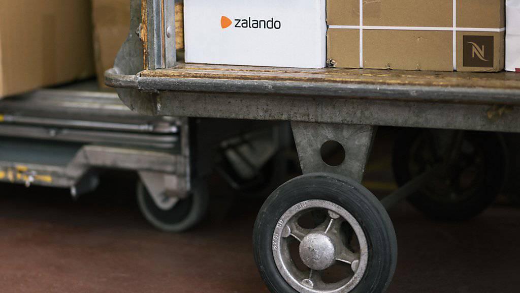 Die Retouren von Zalando-Päckli werden von Schweizer Subunternehmen abgefertigt. (Archiv)