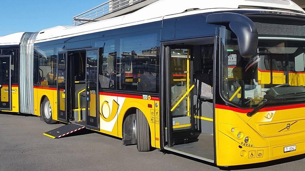 Schweizweit erster Hybrid-Gelenk-Postbus rollt durch das Südtessin