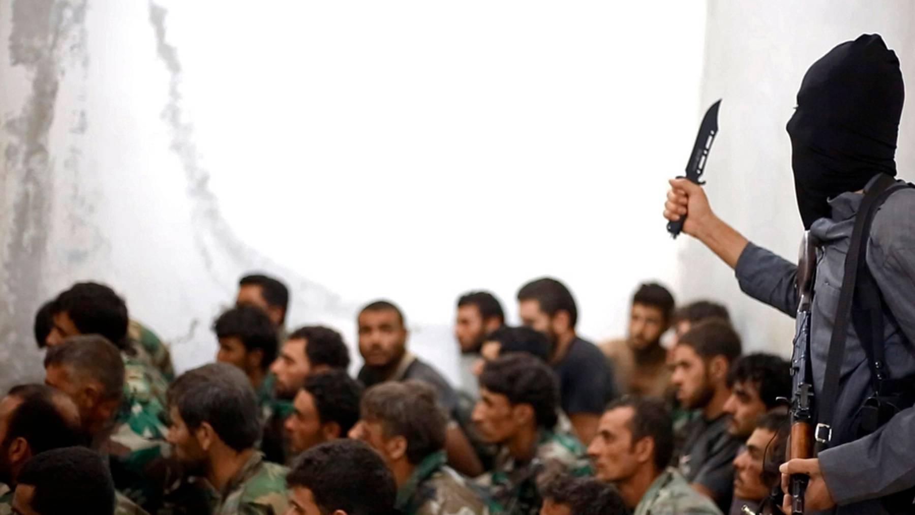 Der Beschuldigte soll Gewaltvideos des IS besessen und für die Terrororganisation gearbeitet haben, so die Anklage.