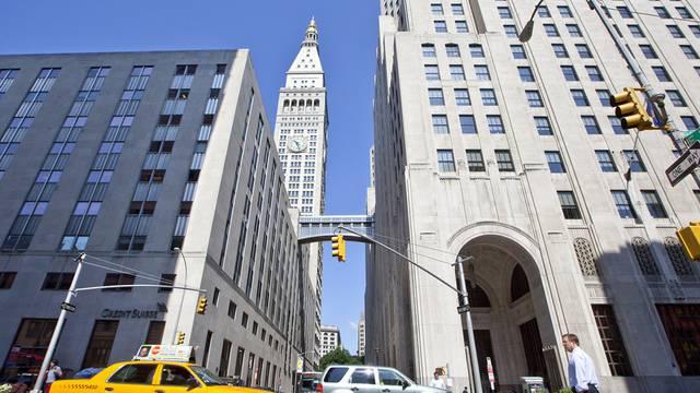 Blick von der Park Avenue auf die Gebäude der CS (l.) und die weiteren Büros der Bank im Metropolitan Life North Building (r.) in New York City (Archiv)