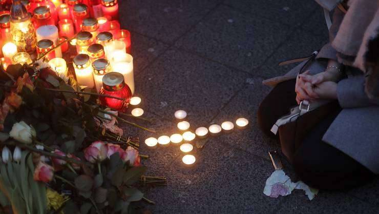 Die Menschen trauern in Berlin um die Opfer der Amok-Fahrt.