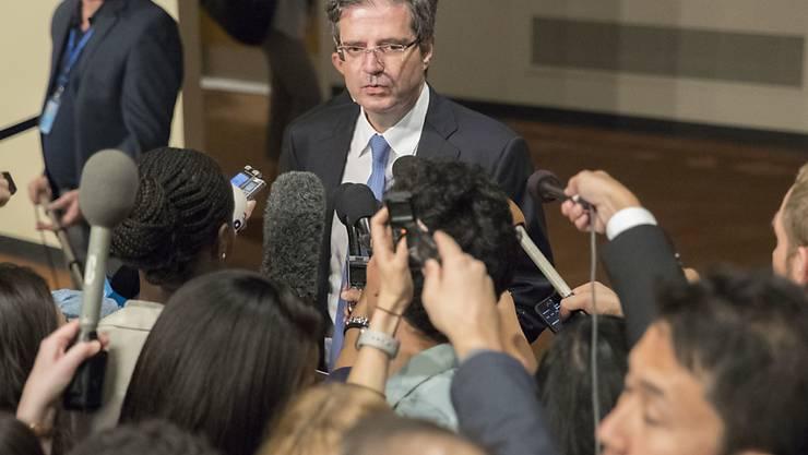 """Frankreichs UNO-Botschafter François Delattre sagte vor der Abstimmung: """"Härte ist heute unser bestes Mittel gegen das Risiko des Krieges und das Risiko der Konfrontation, um morgen eine politische Lösung voranzubringen."""""""