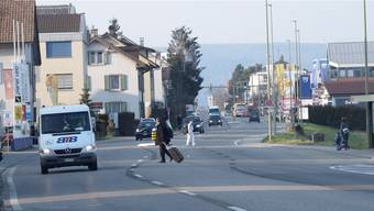 Zwei oder drei Fahrspuren auf der Rheinstrasse? Und wohin mit den Fussgängern? Derzeit sind diverse Fragen offen. niz