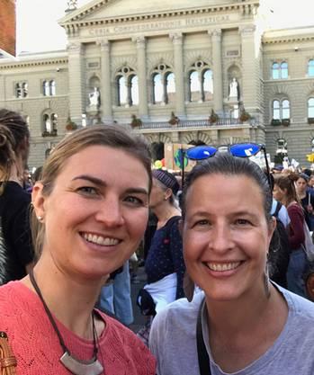 Anna Engeler und Myriam Frey Schär an der Klimademo