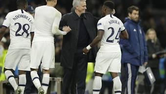 Mourinho hat erst am Ende gut Lachen: Die Spurs drehen gegen Piräus einen 0:2 Rückstand