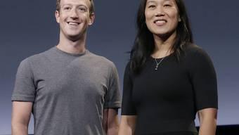 """Mark Zuckerberg und seine Frau Priscilla Chan sind stolz auf Tochter Max: Sie hat ihr erstes Wort gesprochen - nicht """"Mama"""", nicht """"Papa"""", sondern """"Dog"""". (Archivbild)"""