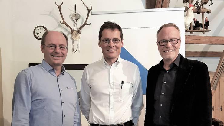 (v.l.n.r.) Kantonsrat Diego Bonato, Ständeratskandidat Roger Köppel, Nationalrat Hans Egloff