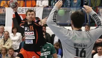 Schaffhausens Leszek Starczan scheitert an Thun-Goalie Marc Winkler