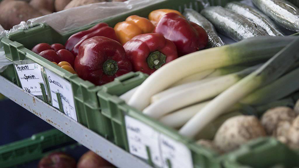 Die Hofläden konnten den Marktanteil innert zehn Jahren um 0,5 Punkte auf 5,3 Prozent steigern: Blick auf die Auslage eines Biohofs in Uettligen bei Bern.