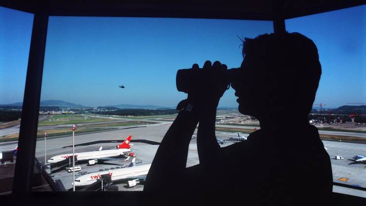 Eine fatale Verkettung von Mängeln und Pannen: Der Skyguide-Fluglotse war zum Zeitpunkt der Kollision alleine am Radar. (Symbolbild)