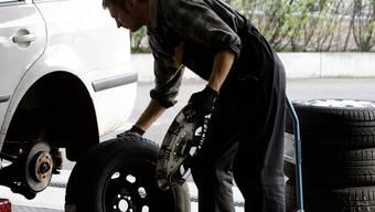 Ein Garagist aus Oberbuchsiten muss sich des Fahrens ohne Fahrausweis verantworten. (Symbolbild)