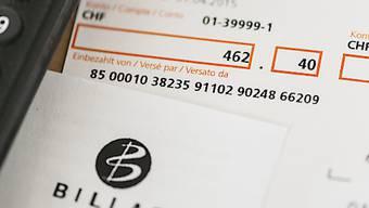 Schweizer Konsumentinnen und Konsumenten haben sich in diesem Jahr am meisten über die zu Unrecht erhobene Mehrwertsteuer für die Billag-Gebühren geärgert. Der Fall ist beim Bundesgericht hängig, weil das Bundesamt für Kommunikation den Entscheid der Vorinstanz nicht akzeptiert hat. (Archivbild)