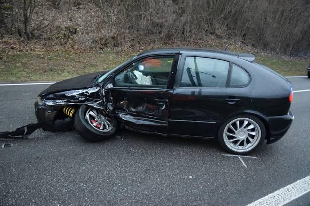 Der Unfallverursacher und ein weiterer Lenker wurden ins Spital gebracht.