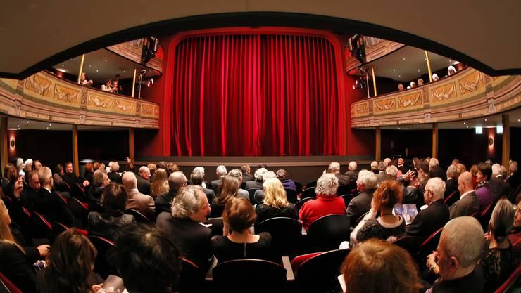 Auch das Theater Orchester Biel Solothurn (das Solothurner Stadttheater im Bild) muss etwas zur Nachhaltigen Haushaltsanierung beitragen.