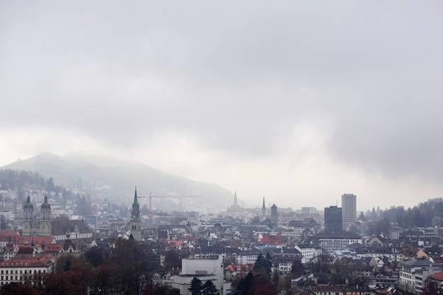 Die Lage St. Gallens in einer hoch gelegenen Talsohle begünstigt das kühle und feuchte Wetter. Es kann aber auch die Sonne scheinen, wie mir Einheimische erzählten.