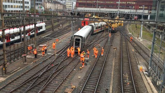 Nach der Entgleisung: Arbeiten im Bahnhof Basel SBB