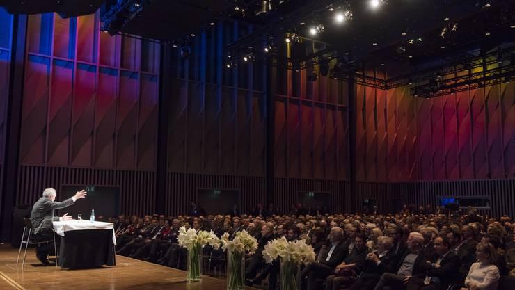 Ein voller Erfolg: Obwohl der Berliner Philosoph Wilhelm Schmid seine Redezeit überzog, lauschte das Publikum im Trafo mucksmäuschenstill bis zum Schluss.