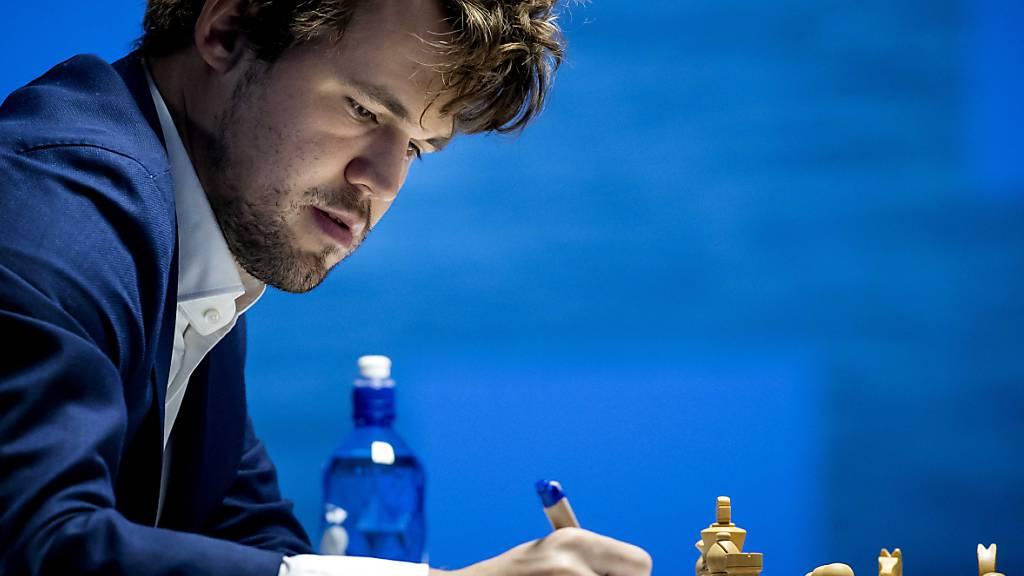 Carlsen verteidigt WM-Krone gegen Nepomnjaschtschi