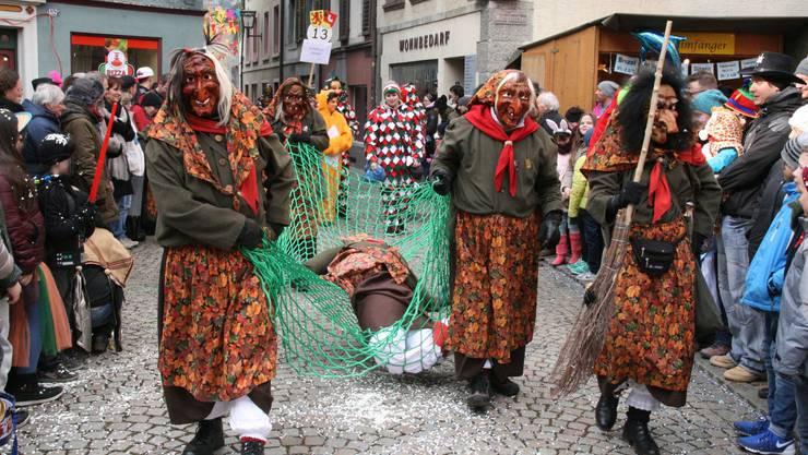 Der Fasnachtsumzug am Sonntag (im Bild 2015) ist eines der Highlights der Laufenburger Städtefasnacht.