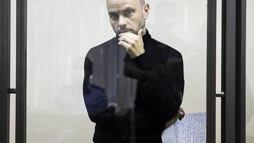 Andrej Piwowarow, Oppositionspolitiker und ehemaliger Leiter der kremlkritischen Organisation «Offenes Russland», bei einer Gerichtsverhandlung. Wenige Tage nach seiner Festnahme an Bord eines Flugzeugs hat ein russisches Gericht zwei Monate Untersuchungshaft für ihn angeordnet. Foto: -/AP/dpa Foto: -/AP/dpa