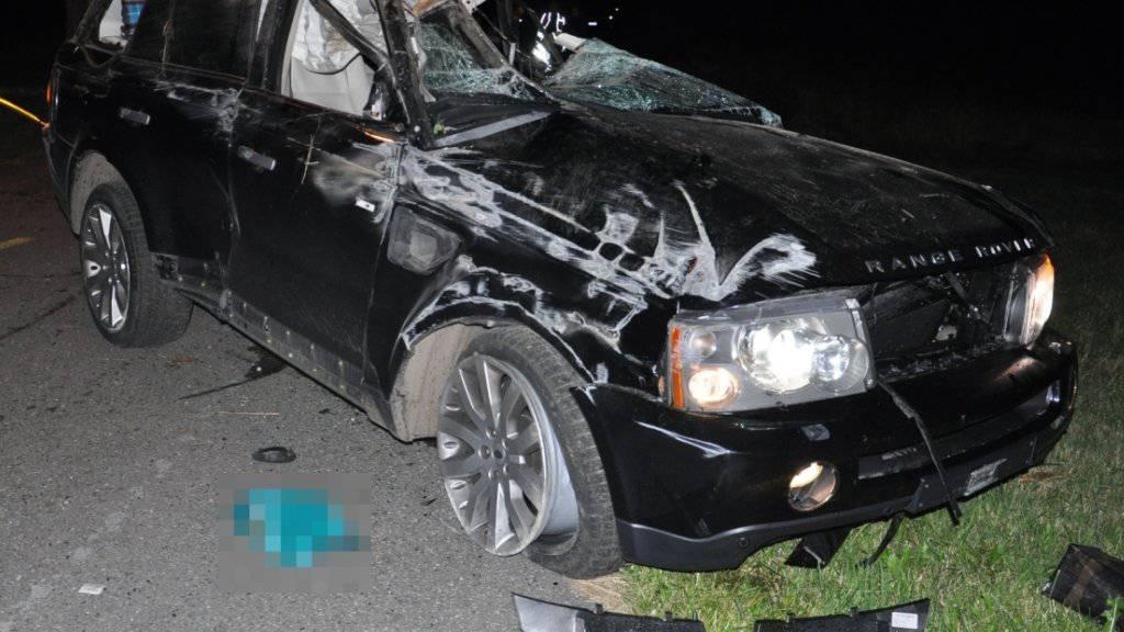 Glück im Unglück: Die Lenkerin und die Beifahrerin konnten dieses Auto nach einem Selbstunfall mittelschwer verletzt verlassen.