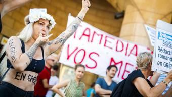Anfang Juli streikten Journalistinnen und Journalisten von Tamedia in der Westschweiz. In Lausanne trugen sie ihre Anliegen auf die Strasse. (Archiv)
