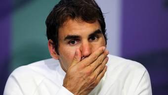 Ein nachdenklicher Roger Federer nach seinem Halbfinal-Out in Wimbledon gegen Milos Raonic (8. Juli, 2016)
