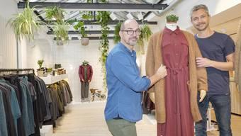 Im neu gestalteten Laden am Spalenberg: Caesar von Däniken (links) und Manuel Rieder treffen mit dem Label Tarzan den Zeitgeist.